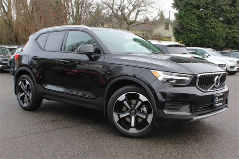 New 2020 Volvo XC40 Momentum FWD 4D Sport Utility